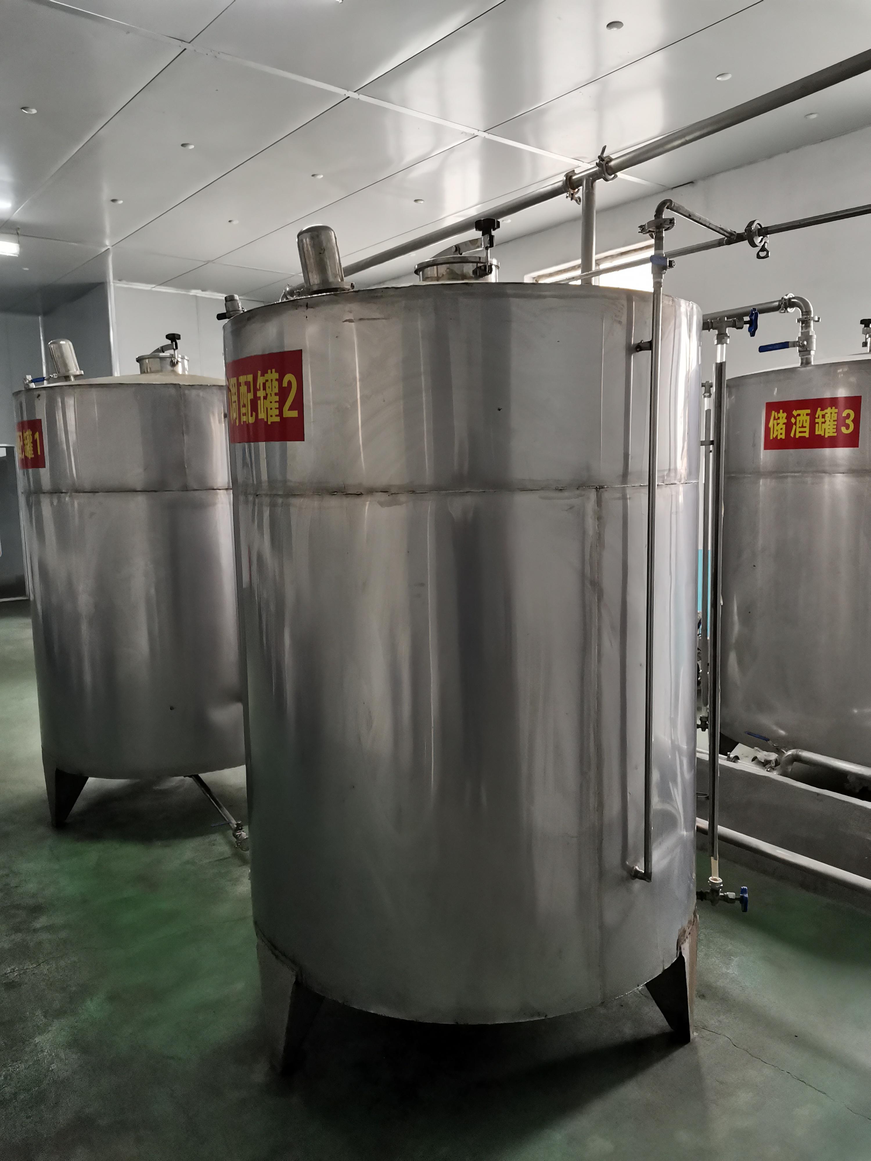 出售全套酒水生產罐裝設備